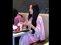 絶対に口紅を落としたくない中国人女性による水の飲み方が斬新すぎるwww