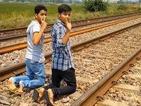 インド人青年の貨物列車を使った度胸試しが危険すぎィ!!