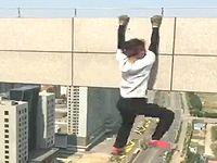 【閲覧注意】高所での危険な撮影動画をアップしていた投稿者が力尽きた瞬間のNGシーンがコチラ...