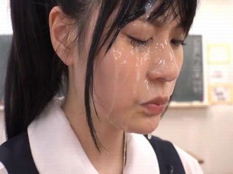 突然、どろっどろ精子が降り注がれる日常 学園生活で「常にぶっかけ」女子校生 あべみかこ 藤波さとり