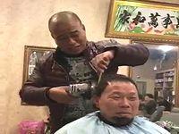 グラインダーを使って客に散髪する理容師が危険すぎるwww