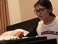 「勝ったら賞金差し上げます」韓国のスレンダー眼鏡美女を囲碁ナンパ!