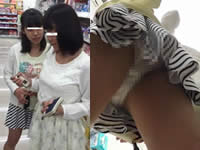 女子中●生のロリぱんつを逆さ撮りでじっくり盗撮
