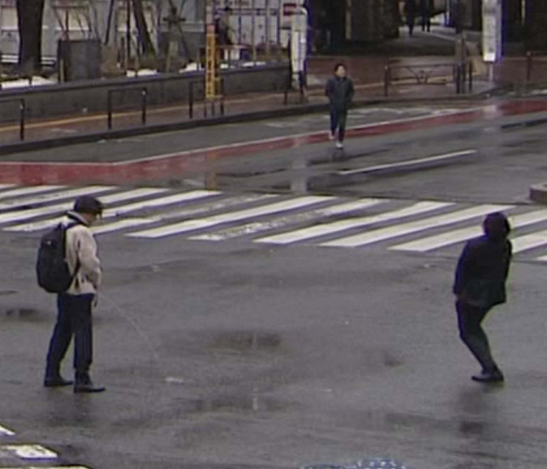 日テレZIPの天気予報で立ちションしている男が映り込んでしまう放送事故www
