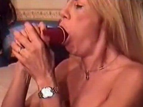 ロングディルドを丸呑みディープスロートする外人熟女 Biggest Dildo Deepthroat Ever
