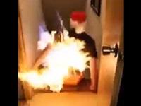 お酒を注いだソリに火をつけて家の階段ですべってみた!