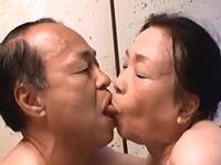 72歳の婆さんと69歳の爺さんがハッスルしてるシルバーセックス、みる?