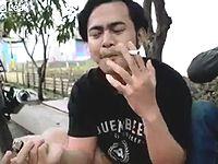 ベトナム人「みんなのチン毛を使って陰毛タバコを作ってみた!」