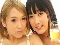 【飲尿】ガチレズAV女優カップルの椎名そらと宮崎あやがカメラの前で小便まみれのレズセックス!