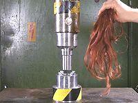 油圧プレス機で髪の毛を圧縮したらどうなるの?っと...
