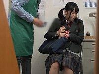 絶体絶命!万引きした女子校生が店員からレイプ制裁を受ける