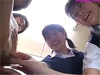 男の身体に興味津々な女子校生たちが同級生のチ○ポを弄くり倒す!
