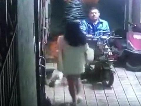 チ●コをシゴきながら女性の後をつけるバイク男が怖すぎる