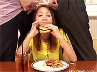 ハンバーガー食べてたらザーメンぶっかけられたんだけど