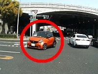 交差点の真ん中で突然高速逆回転し始める車がヤバい!