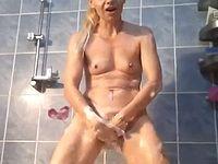 とんでもない方法で膣内洗浄するフィストファックマニアがこちら...