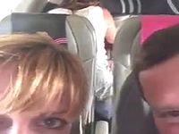 上空10000メートルの飛行機内でセックスしてるバカップルが目撃されるwww