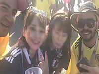 【W杯】サッカーファンの日本人女性に屈辱的なスペイン語を言わせるコロンビア人がひどすぎる...