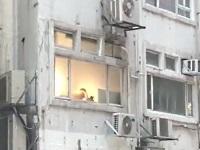 イチャイチャしているカップルを窓越しでよく見てみたら......