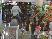 乗馬しながら酒屋に入店してきたおっさんが迷惑すぎるwww