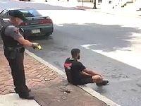 無抵抗の黒人男性にテーザー銃を撃つアメリカの警官が鬼畜すぎる...