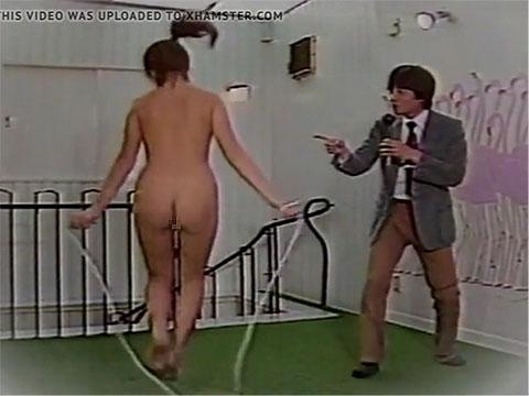 全裸なわとび、レポーターが迫真の実況