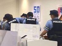群馬のソフトバンクショップで外国人が大暴れして警察に連行される事案が発生!