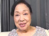 80歳のお婆ちゃんがハッスルしてるオナニー動画、みる?