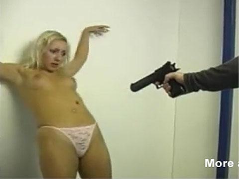 【リョナ】銃で撃たれる女性達