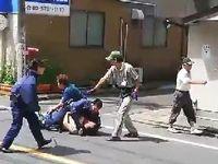 女性を切りつけた刃物男を取り押さえるクロネコヤマトさんが強すぎるwww