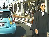 【ドラレコ】初心者マークのドライバーを怒鳴りつけるマジギレ住職が怖すぎる...