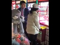 UFOキャッチャーが上手い女性客に焦る店側の対応