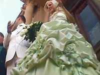 【盗撮】結婚式で花嫁が着ているウェディングドレスの中を逆さ撮りしてみた...