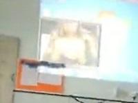 エロ動画をパソコンに保管していた男性教師が誤って生徒に見せてしまう