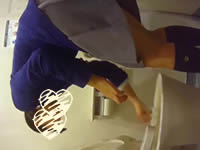 【拒食症?】トイレでゲロを吐いている女子中●生を盗撮