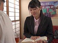 女教師が黒パンストでお漏らしする姿が見たい!→そうだ、利尿剤を仕込もう!