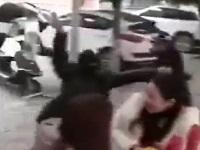 中国で行わなわれた防犯訓練中に正義感の強い通行人が参上!
