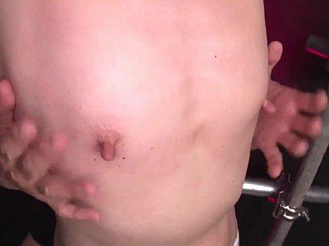 まな板貧乳長乳首の熟女(56)が敏感乳首を弄られて乳首アクメ!
