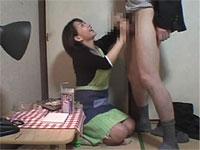 本屋の女主人が万引き常習犯の男子校生に手コキでお仕置き!