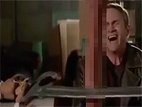 薬物でハイパー巨根化したペニスソードで戦う男