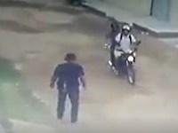 【閲覧注意】バイクに乗る2人組が強盗目的に襲ったターゲットは非番の警察官だった