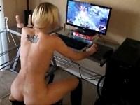 オンラインゲーム「League of Legends」をプレイしながらオナニーするお姉さんがエロすぎる