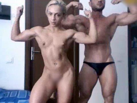 【無修正】ボディビルで鍛えたムキムキ裸体を見せつける筋肉カップル