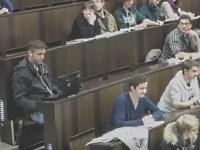 男子学生が講義中に観ていたエロ動画の喘ぎ声が教室に漏れてしまう