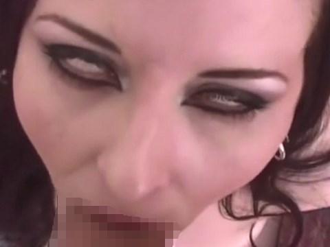 白目でチ●コをしゃぶるフェラ顔が悪魔みたいで怖いお姉さん