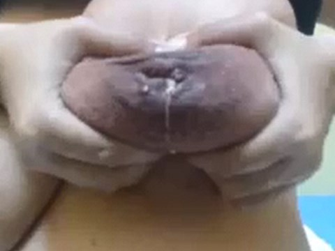 【フェチ動画】パイパンで陥没乳首から母乳が出る巨乳女性のオナニー