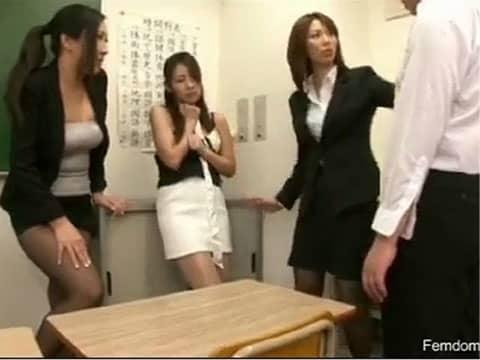 憧れの女教師を力づくで犯そうとしたらしたら逆に犯されてしまった…(ヽ´ω`)