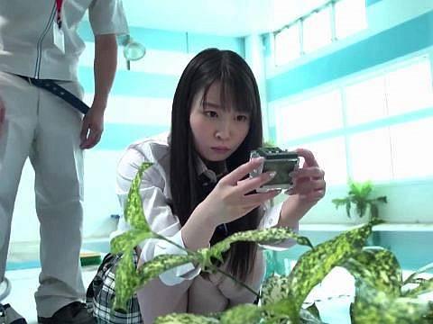 美巨乳JKが盗撮カメラを発見!スク水マニアの用務員にレイプされる