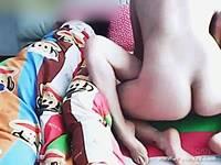 【無修正】超気マズい!寝ている隣でセックスを始める迷惑カップル