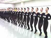 宝塚歌劇団の新人が黒レオタード&黒タイツで美脚を披露するラインダンス映像がちょっとだけエロいwww